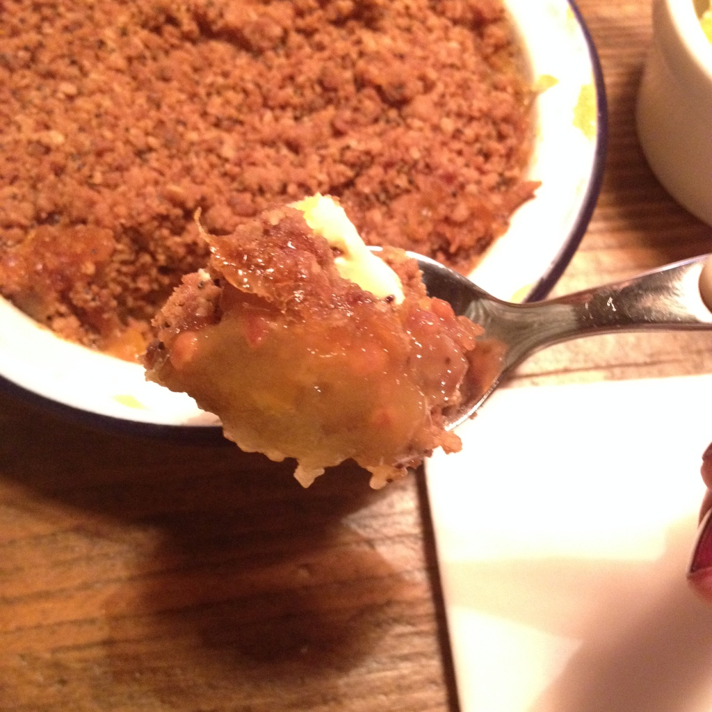 APPLE & CLOUDBERRY CRUMBLE WITH CLOTTED CREAM