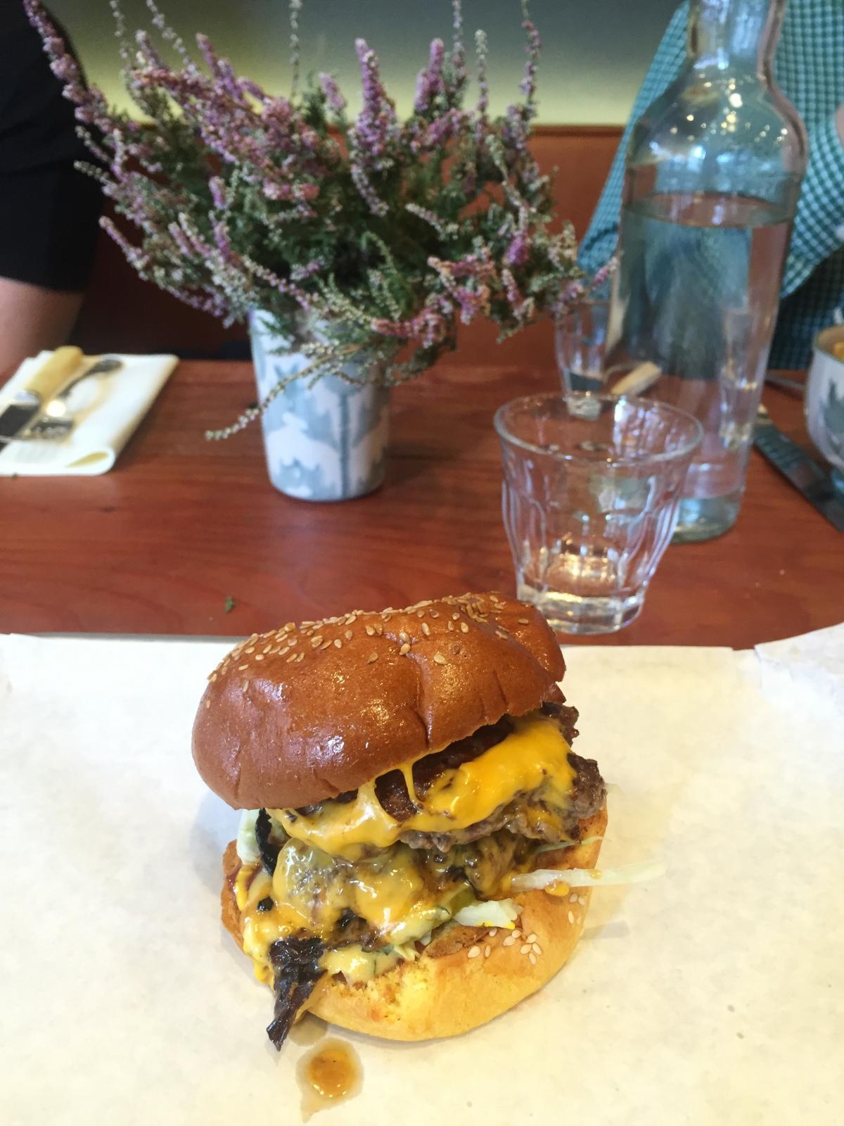 Veni-Moo burger